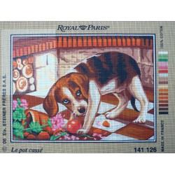 canevas 30x40 marque ROYAL PARIS thème chien le pot cassé dimension 30 centimètres par 40 centimètres 100 % coton