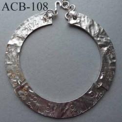 superbe collier jonc plat estampillé Biche de Bere 2éme choix métal argenté décoré des signes des planètes bijoux collector