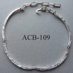 superbe collier jonc carré articulé estampillé Biche de Bere 2éme choix métal argenté strié bijoux collector