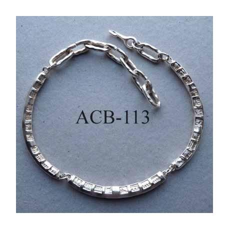 superbe collier jonc rond articulé estampillé Biche de Bere 2éme choix métal argenté bosselé décoré bijoux collector