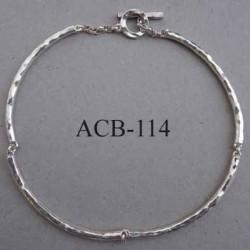 superbe collier jonc rond articulé estampillé Biche de Bere 2éme choix métal argenté bosselé bijoux collector