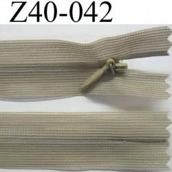 fermeture zip invisible longueur 40 cm couleur vert kaki clair non séparable largeur 2.5 cm glissière nylon largeur 4 mm