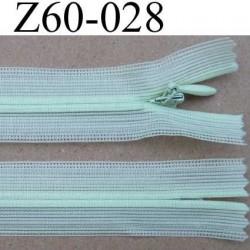 fermeture zip invisible longueur 60 cm couleur vert clair non séparable largeur 2.3 cm glissière nylon largeur 4 mm