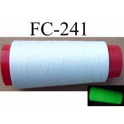 Cone de fil mousse polyester fil n° 165 couleur blanc la journée et phosphorescent la nuit ou dans le noir cone 1000 m
