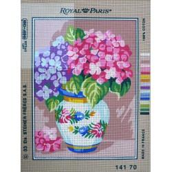 canevas 30X40 marque ROYAL PARIS thème fleurs en vase dimennsion 30 centimètres par 40 centimètres 100 % coton