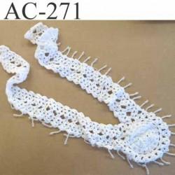 ornement  empiècement guipure à coudre avec de petites perles couleur blanc diamètre du bas 9 cm hauteur 39 cm