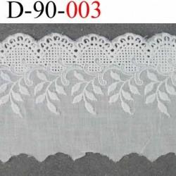 galon dentelle broderie anglaise très belle 100 % coton couleur blanc cassé écru  largeur 90 mn  prix au mètre