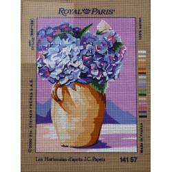 canevas 30X40 marque ROYAL PARIS thème les hortensias dimennsion 30 centimètres par 40 centimètres 100 % coton