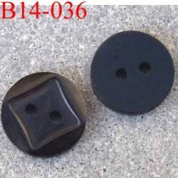 bouton diamètre 14 millimètres couleur noir 2 trous décor carré incrusté diamètre 14 mm