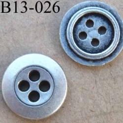 Bouton en métal couleur acier brillant d'une face et style ancien de l'autre diamètre 13 millimètres 4 trous