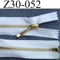 fermeture zip  glissière longueur 30 cm couleur beige  écru  séparable  largeur 2.8 cm  glissière métal doré largeur  zip 4.5 mm