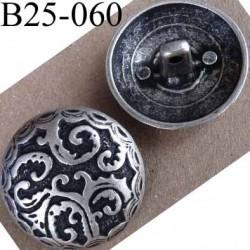 bouton  en métal  25 mm couleur étain ancien et noir acroche avec un anneau au dos diamètre 25 millimètres décor incrusté