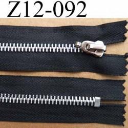 fermeture zip à glissière longueur 12 cm couleur noir non séparable  largeur 3 cm largeur du zip métal   6 mm