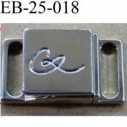 fermoir de marque Christian Lacroix griffé un vrai bijoux très belle pièce largeur 2.6 cm hauteur 1.4 cm en métal laiton chromé