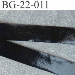 biais galon ruban couleur  noir brillant façon cuir ou latex ou simili  souple  très joli largeur 22 mm prix au mètre