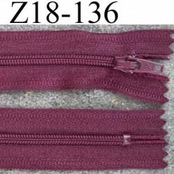 Fermeture Zip A Glissiere Longueur 18 Cm Couleur Bordeau Lie De Vin Non Separable Largeur 2 5 Cm Glissiere Nylon Zip 4 2 Mm Mercerie Extra