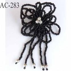 broche en perles en forme de fleur montée sur épingle avec pendentifs en perles largeur 6 cm hauteur 11 cm superbe