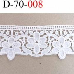 dentelle blanche crochet  100% coton très belle motif fleur largeur 68 mm couleur blanc souple  prix au mètre