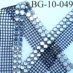 galon ruban couleur noir et brillant avec strass en forme de diament largeur total 30 mm largeur des strass 10 mm prix au mètre