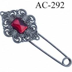 broche en métal montée sur épingle avec pierre imitaion rubis style ancienne  largeur 8 cm hauteur 3 cm